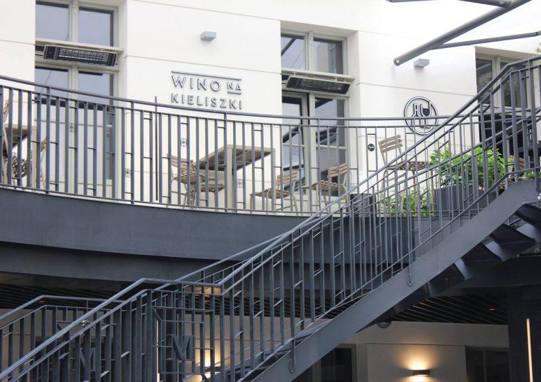Patio restauracji Wino na Kieliszki. Realizacja w Poznaniu/Młyńska 12.